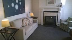 thegatehouse-livingroom2.jpg