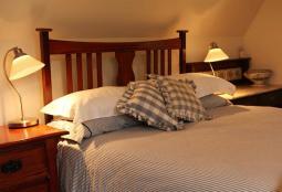 Coach-House-bedroom.jpg
