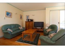 riverhouse-livingroom.jpg