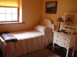 twin-bedroom2.jpg