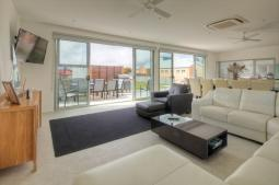 Villa-Moyne-livingarea.jpg