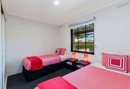 40regent-bedroom800.jpg